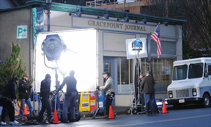 The TV series Gracepoint began filming on Oak Bay Avenue this morning.